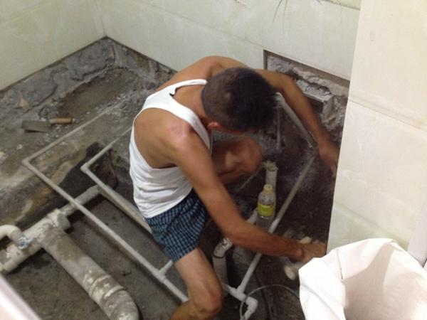 下沉式卫生间渗透漏水维修